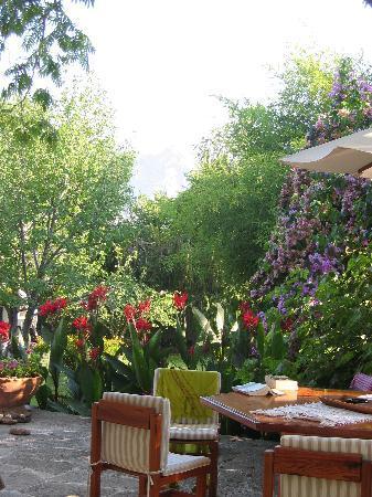 Akdeniz Bahcesi: Terrace
