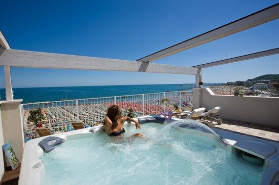 Hotel luxor beach spa terrazzo panoramico sul mare