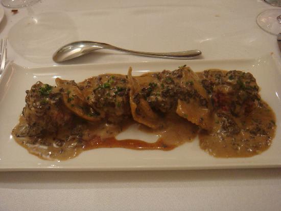 Er Occitan: steak haché de veau, ravioli à la truffe et crème de morilles