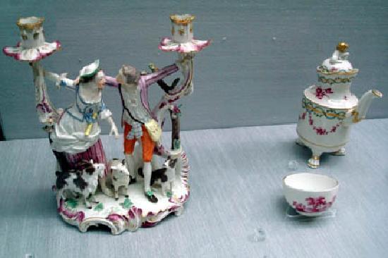 Museum of Applied Art (Kunstgewerbemuseum): Porcelain figure