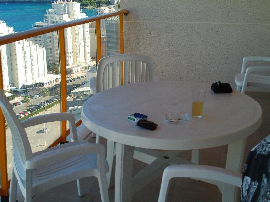 Ambar Beach Apartments: Balcony