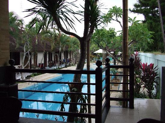 Baleka Resort Hotel & Spa: view from the bar to the pool at the Baleka