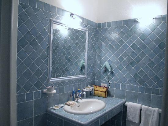 Salle d 39 eau picture of sporting hotel budoni tripadvisor - Salle d eau 4m2 ...