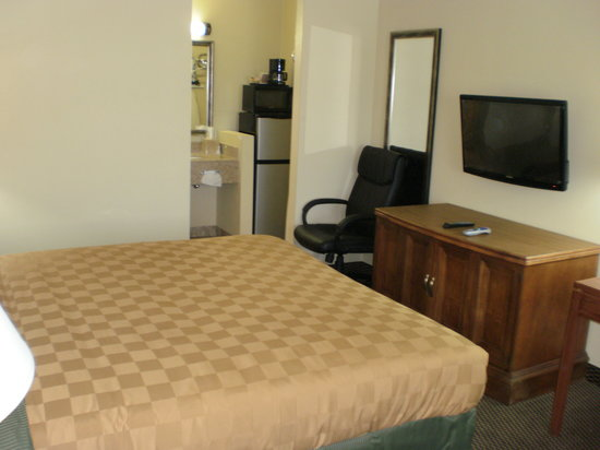Executive Inn: Room with King Size Bed