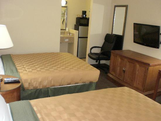 Executive Inn: Room with 2 Queen Beds