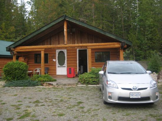 Cedar Haven Cabins and Resort: Outside the cabin