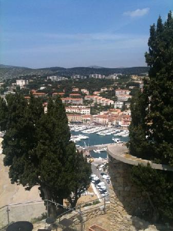 Chateau de Cassis: Une vue imprenable sur une jolie ville.