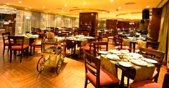 Ramee Royal Hotel: Restaurant