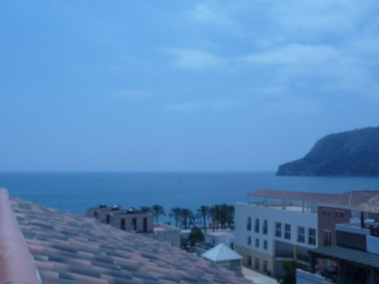 La Herradura, España: vistas desde la terraza del hotel, playa.