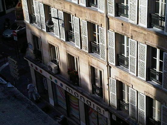 Hotel Garden Opera: Vue de ma chambre vers la gauche