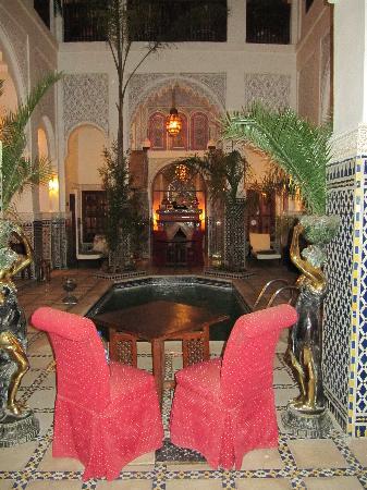 Riad & Spa Esprit du Maroc : Swimmingpool-Patio