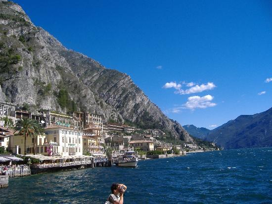 Limone sul Garda, Italië: Ortseinfahrt