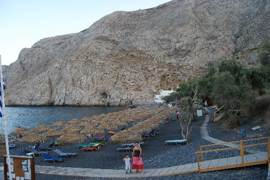 Scirocco Apartments: The black sands of Kamari Beach... lovely part of Santorini