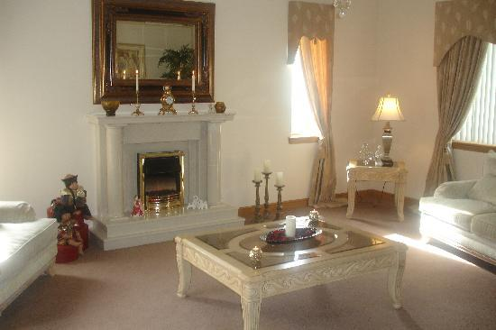 Hollyhouse Bed and Breakfast: Guest Lounge