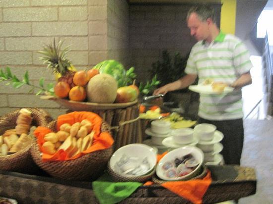Diez Hotel Categoria Colombia: desayuno buffet delicioso