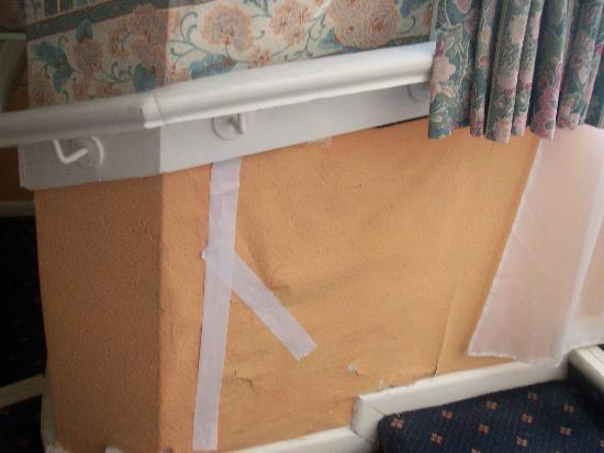 The Ship and Castle Hotel: Wallpaper repair on corridor