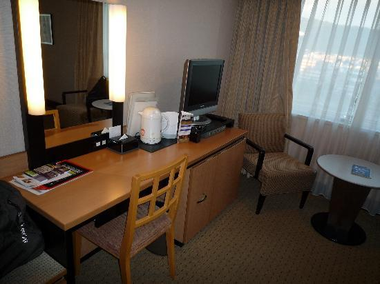 le bureau picture of kyoto royal hotel spa kyoto. Black Bedroom Furniture Sets. Home Design Ideas