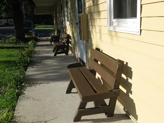 Oswego, Νέα Υόρκη: Benches for enjoying the outside