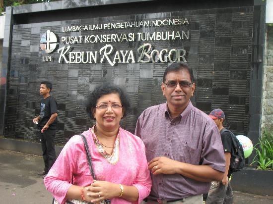 Bogor, Indonesia: Outside the entrance