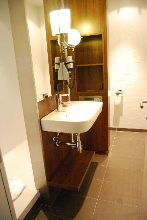 NH Eindhoven Conference Centre Koningshof: Bathroom superior room