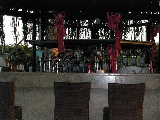 Long Beach Resort Hotel & Spa: Long beach pool bar