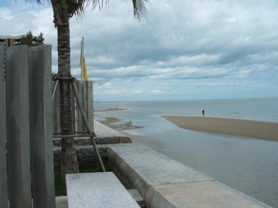 Rest Detail Hotel Hua Hin: Beach