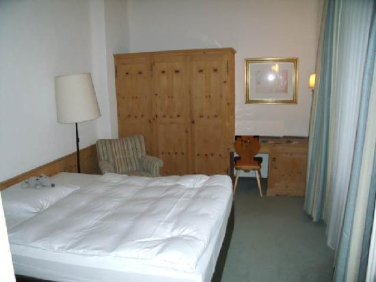 Morosani Schweizerhof Davos: Standard room