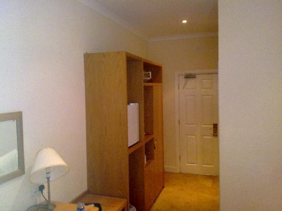 Llwyn Onn Guest House: ROOM