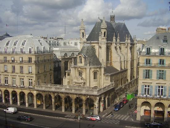 Paris, Frankrike: Justo enfrente del Louvre