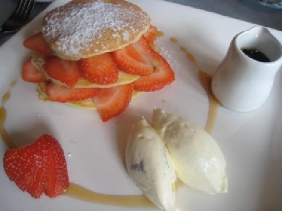 Cafe Paradiso Rooms: Breakfast, Buttermilk pancakes with vanilla mascarpone cream, strawberries and maple syrup