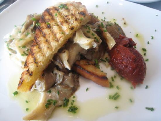 Cafe Paradiso Rooms: Breakfast, panfried king oyster mushrooms with chives, sour cream and grilled sourdough bread