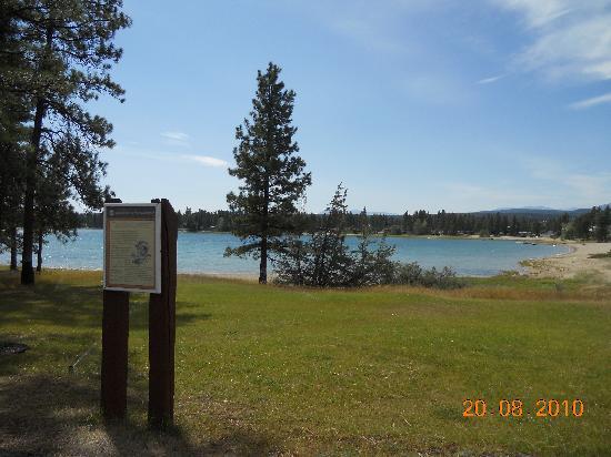 Prestige Rocky Mountain Resort and Convention Centre: Wasa Lake, 40 Minuten vom Hotel entfernt.