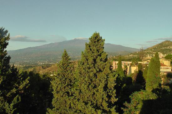 Hotel Villa Carlotta : Etna at dawn