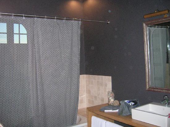 Charming Brugge: bathroom