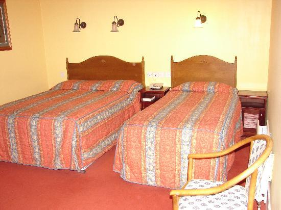 Celtic Royal Hotel: 2nd floor room
