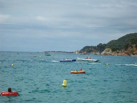 Hotel Surf-Mar: Il mare di fronte all'albergo