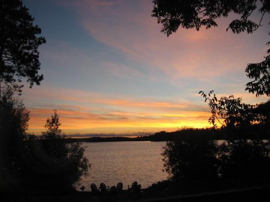 Timber Trail Lodge and Outfitter: Beautiful Sunrises and Sunsets!!