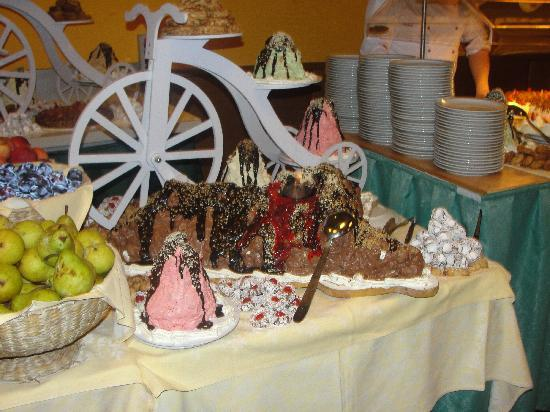 Hotel Royal Village: volcano cake creation in hotel restaurant