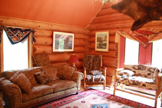 Kicking Horse Canyon B&B: Great Room