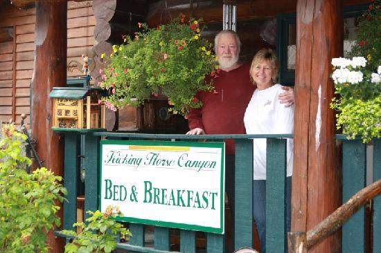 Kicking Horse Canyon B&B: Jeannie and Jerry