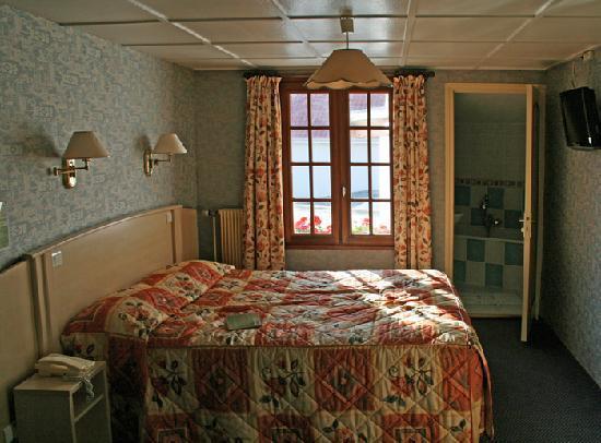 Hôtel l'Escale : Our hotel room