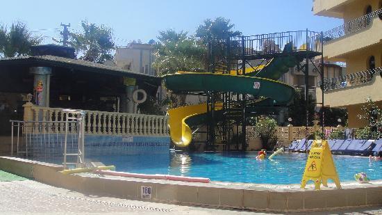 Maxwell Holiday Club: Pool area