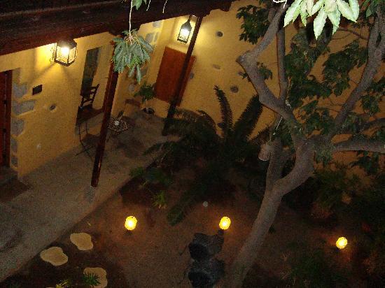 Hotel Rural Casa de los Camellos: Cour intérieure