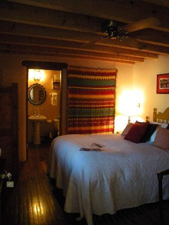Casa Benavides Historic Inn: View of our room into bathroom