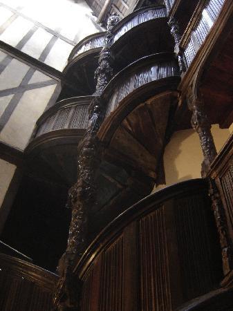 Escalier dans la Maison de la Reine Anne - Morlaix