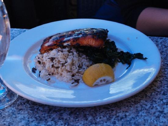 Vieux-Port Steakhouse : Burnt and Dry Grilled Saumon
