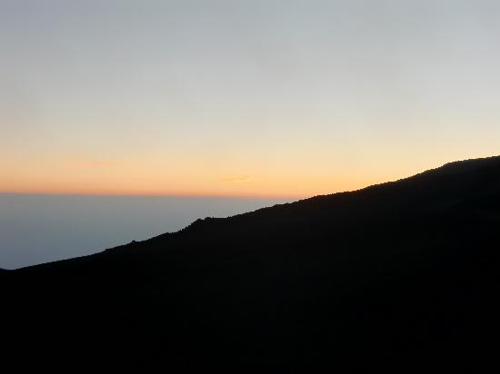 Bed and Breakfast Acireale Mare: atardecer desde el Etna