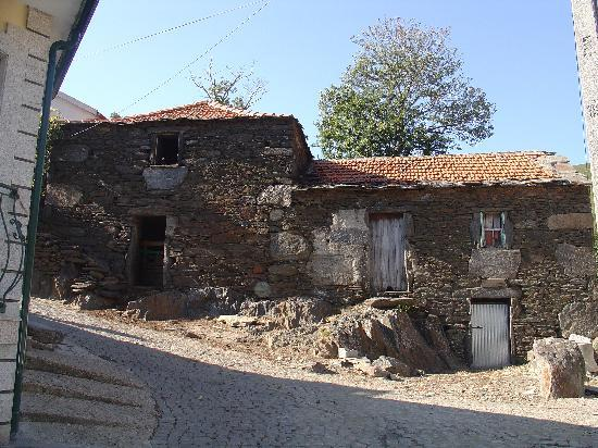 Douro Valley : The rustic house in schist