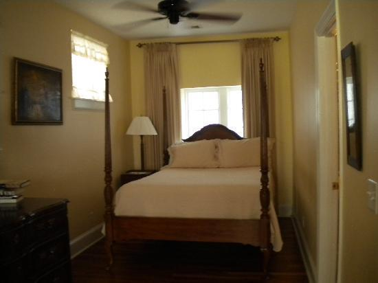 A Bed and Breakfast at 4 Unity Alley: Our beautiful and comfortable room