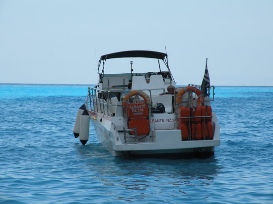 Tsilivi, Yunanistan: Captain Spiros's speedboat... it's faaast! :)